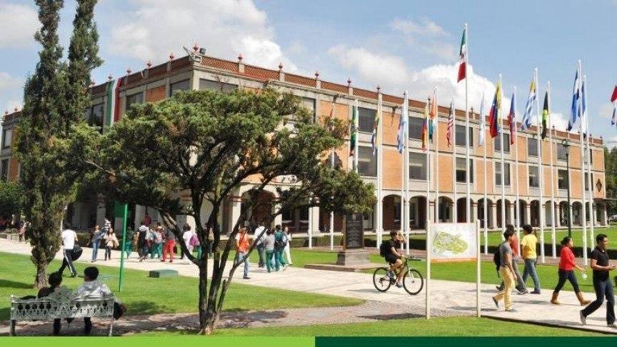 tasas-universidad-privada-pública-clase-campus