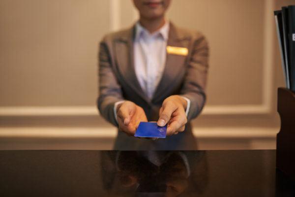 Recepcionista de hotel salario