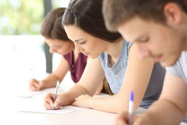 test-psicotecnicos-para-oposiciones-examen-tres-jovenes