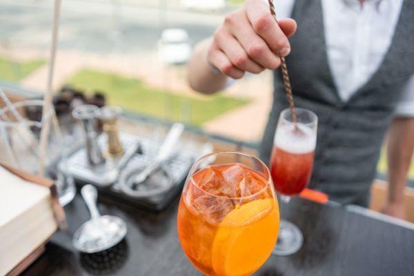 cursos-bartender-coctel-istock