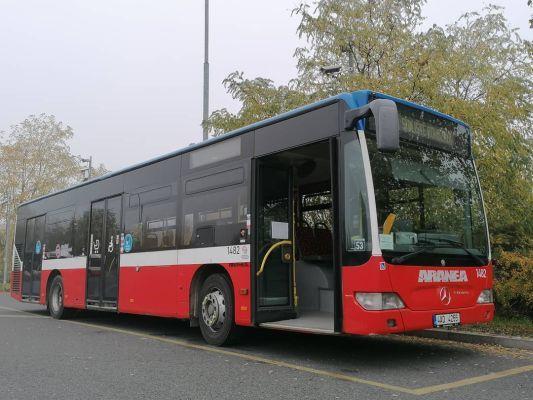 Autobús esperando pasajeros