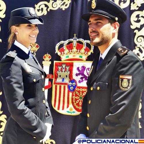 Hombres y mujeres Policía Nacional