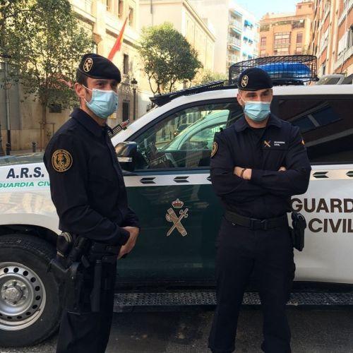 Guardia civil con mascarilla