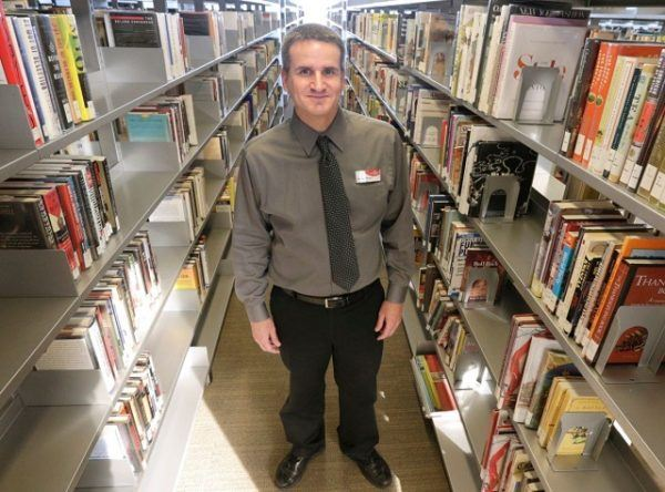 auxiliar biblioteca
