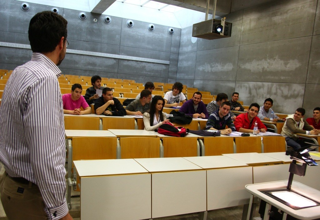 Profesor-universitario-Requisitos-tipos-de-profesores-universitarios-salario-sueldo