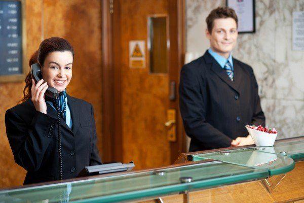 mejores-cursos-gratuitos-RECEPCIONISTA-DE-HOTEL