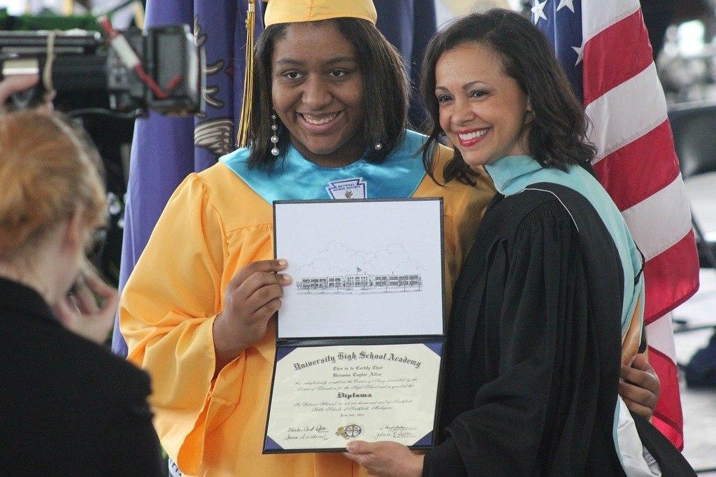 Graduado-escolar-falso-se-puede-comprar