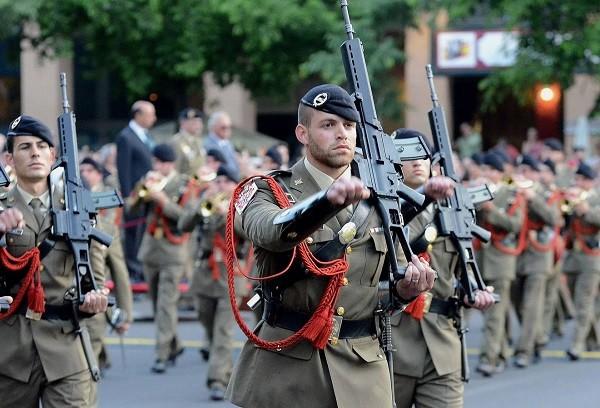 desfile militar en sinforiano madroñero.