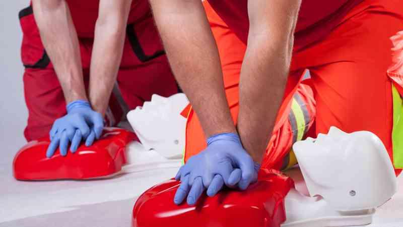 curso-de-tecnico-en-emergencias-sanitarias-profesional-online-presencial-temario-sueldo-RCP