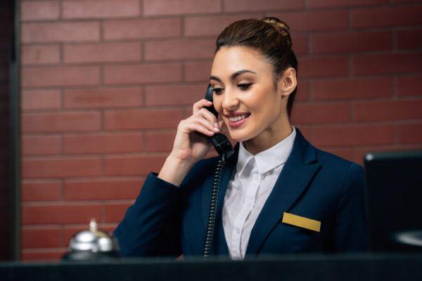 Recepcionista de hotel sueldo