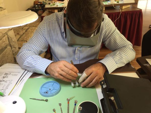 Cursos de relojería presencial u online CursosMasters