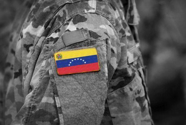 cuanto-es-el-sueldo-minimo-en-venezuela-militar-bandera-istock