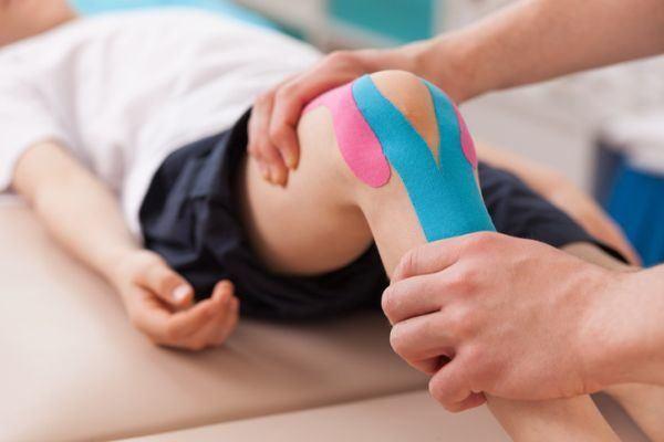 carreras-de-ciencias-de-la-salud-con-mas-salidas-laborales-fisioterapia-istock