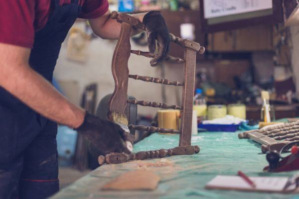 cursos-para-restaurar-muebles-istock2