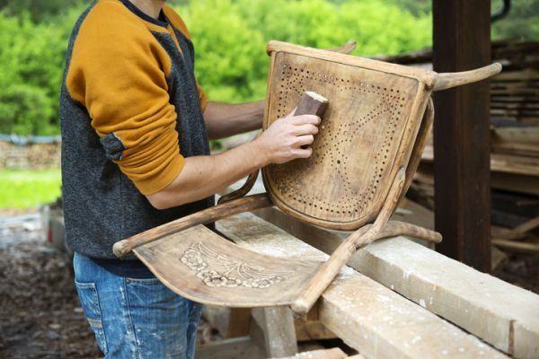 cursos-para-restaurar-muebles-istock3