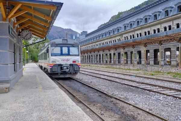 oposiciones-renfe-maquinista-ferroviario-istock2