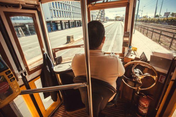oposiciones-renfe-maquinista-ferroviario-istock4