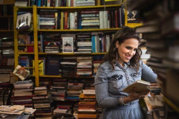 trabajos-para-estudiantes-libreria-mujer-istock